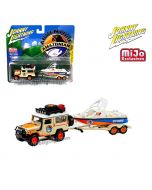Johnny Lightning 1:64 MiJo Exclusives 合金車 - 1980 Toyota Land Cruiser with Boat and Trailer (Beige/Orange with White Roof) Amazonian Adventure Charters